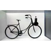 Maquette vélo motorisé noir sur fond blanc